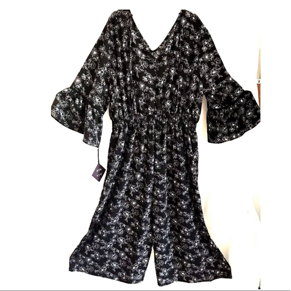 Ava /& Viv Floral Jumpsuit 2X Black White Long Bell Sleeve Cropped Plus Size
